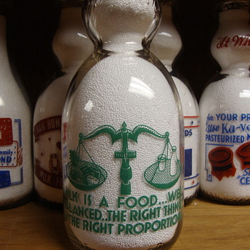 ROUND TOP FARMS ...DAMARISCOTTA MAINE ...CREAM TOP MILK BOTTLE - Bottles