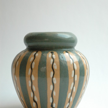 "french art deco pottery vase "" decor au chaton"" by Léon Elchinger (1871-1942) - Art Deco"