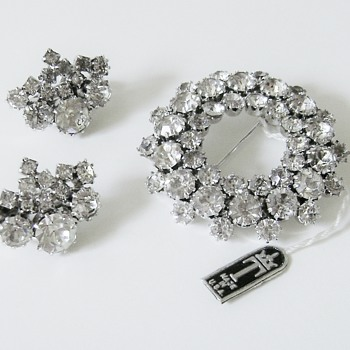 Trifari Brooch Set - Rare - Costume Jewelry