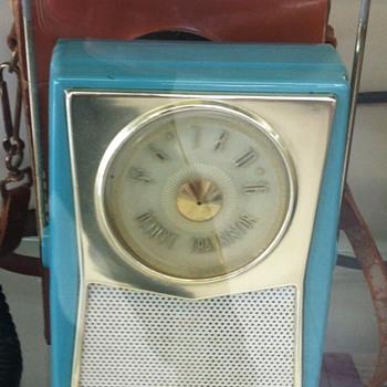 RCA Victor transistor radio. - Radios