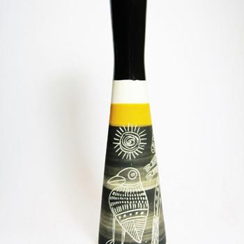 IRENA MADEI-AUSTRALIA  - Pottery