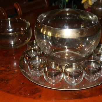 Dorothy Thorpe gold band.  - Glassware