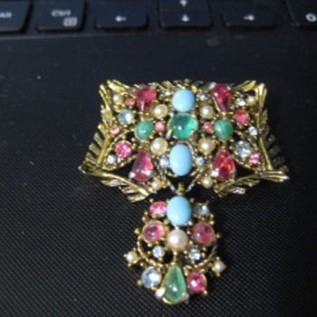 PASTEL colored rhinestone HOLLYCRAFT brooch - Costume Jewelry