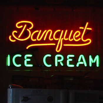 Banquet Ice Cream...Neon Sign...Two Colors - Signs