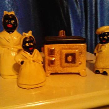 Porcelain Mammy Figurine Set - Figurines