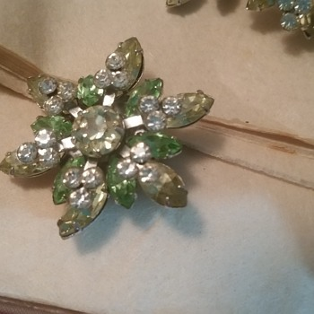 BEAUTIFUL VINTAGE 'CRYSTAL' BROOCH AND EARRINGS - Fine Jewelry