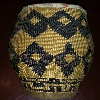 help me identify this item please. Is it original Native American?