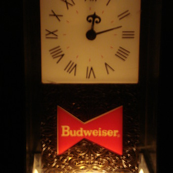 VINTAGE BUDWEISER BEER SIGN & LIGHT UP CLOCK. - Clocks
