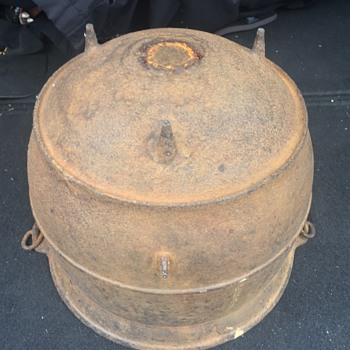 Old Cast Iron pot,  unknown anything about it do you know ? - Kitchen