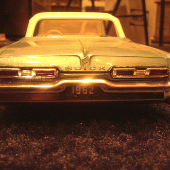 I love to buy well made annual 1/25 scale models...50's & 60's versions only. - Model Cars