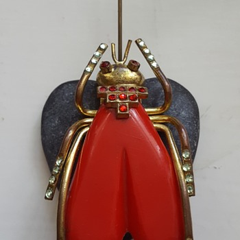 BIG red plastic golden metal fly vintage brooch. - Costume Jewelry