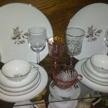Collection Tributes...#17...Aura - China and Dinnerware