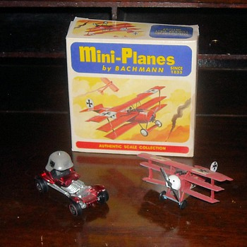 Red Baron Hot Wheels and Bachman Mini-Planes Fokker DR-1 - Model Cars