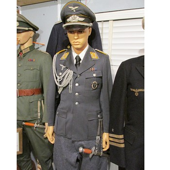 WWII German Luftwaffe Lieutenant Colonel Officer Uniform , Visor Cap, Dagger and various badges - Military and Wartime