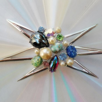 Atomic age design brooch  - Costume Jewelry