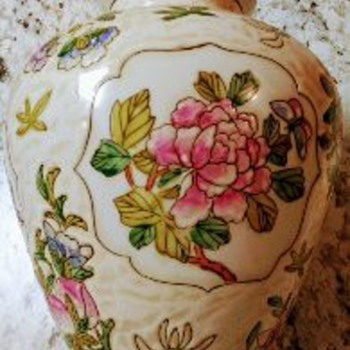 CHINESE PORCELAIN VASE - Asian