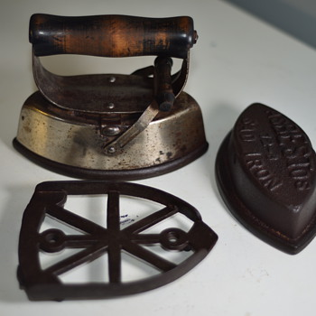 Early 1900's Sad Irons, carrier and Trivet  - Kitchen