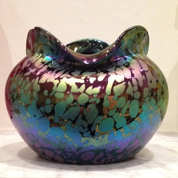 Rindskopf oilspot rosebowl with shaped rim - Art Glass