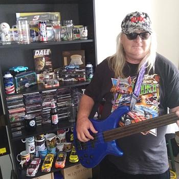 THE BASSIST - Guitars