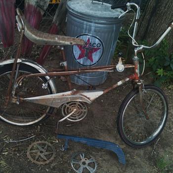 Muscle Bike Cyclone III - Sporting Goods