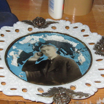 Portrait glass victorian milk glass plate with cherub puttis - Art Glass