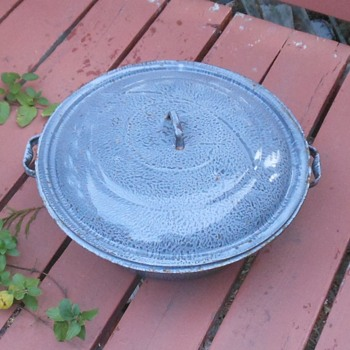 Large Graniteware Basin With Lid 100 Years Old (plus or minus a decade or two) - Kitchen
