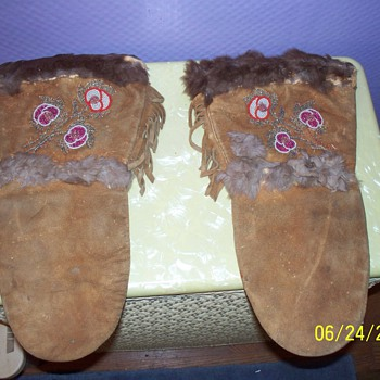 Native American Mitts over 55 years old. - Native American