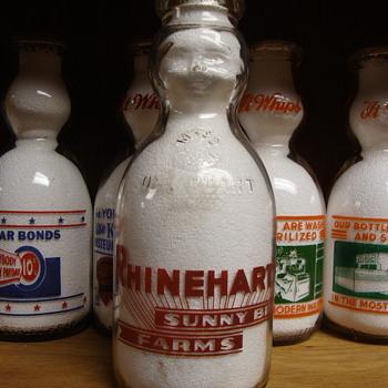 RHINEHART SUNNY BRAE FARMS...LANESBORO MASSACHUSETTS BABY TOP MILK BOTTLE - Bottles