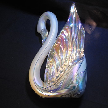 Stuart Abelman Art Glass Pulled Feather Iridescent Winged Swan 1997 - Art Glass