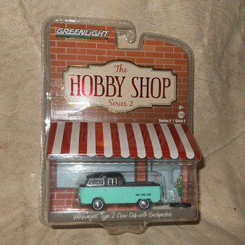 Greenlight Hobby Shop Series Type 2 Crew Cab With Backpacker - Model Cars