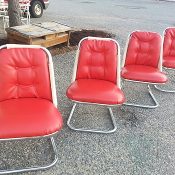 Retro Chairs... I've never seen anything like them - Furniture