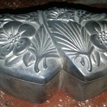 Floral Dual Heart Metal Box - Silver