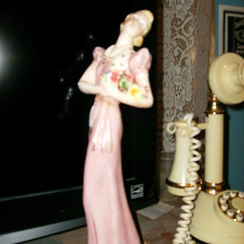 LADY STATUE FROM ITALY KIND OF ART DECO LIKE - Pottery