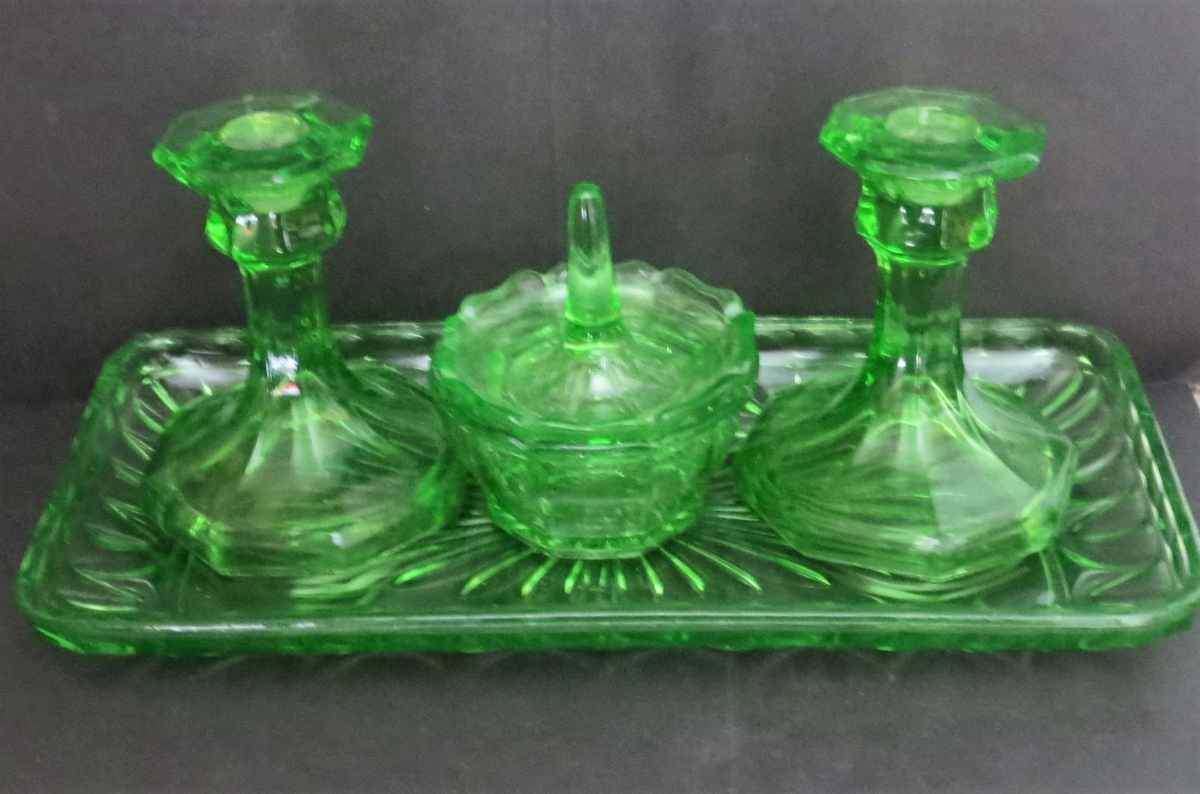 newest 57538 7a12e Uranium Glass Dressing Table Set | Collectors Weekly