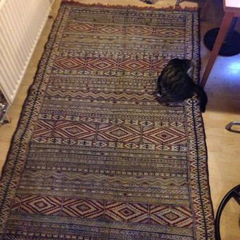 Hand made rug ? 1 of 4