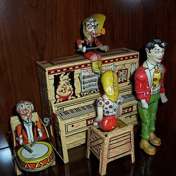 """Lil' Abner and the Dogpatch Band"" Tin Windup Toy-1945 - Toys"