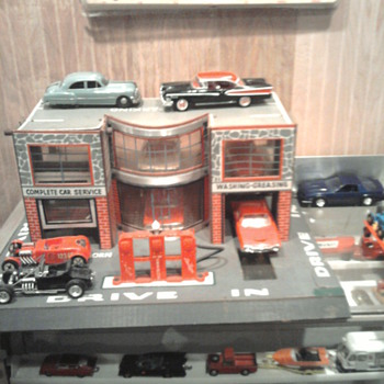 This Art Deco style service center is cardboard! - Model Cars