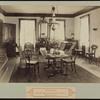Sherlock Holmes mystery: camera in the mirror ? (photographic apparatus)