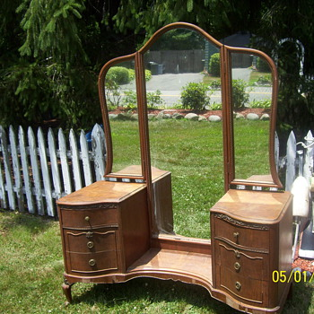 ANTIQUE MIRRORED BUREAU ?