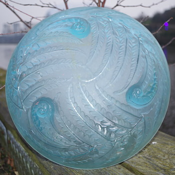 ETLING -  FRANCE - 98 FERN GLASS BOWL - Art Glass