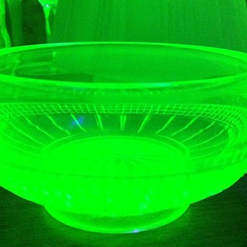 Small Vaseline glass bowl - Glassware