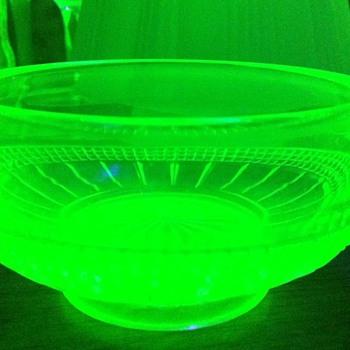 Small Vaseline glass bowl - Glassware