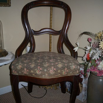 Victorian walnut carved side chair