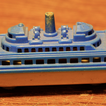 -----Early Plastic Boat----- - Toys