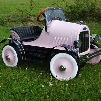 1922 Ford Roadster Pedal Car - Model Cars