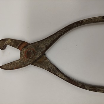 Unidentified Pliers - Tools and Hardware