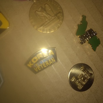 Military pins - Military and Wartime