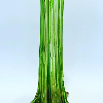 Loetz: vertical spun threads, Texas. - Art Glass