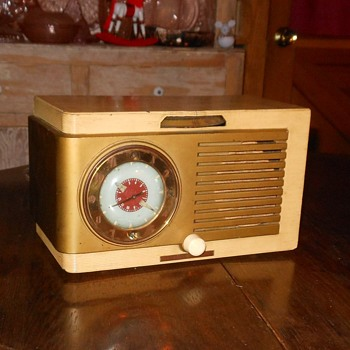 General Electric Clock Tube Radio Model 522 1950