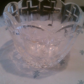 Is cut glass?  - Glassware